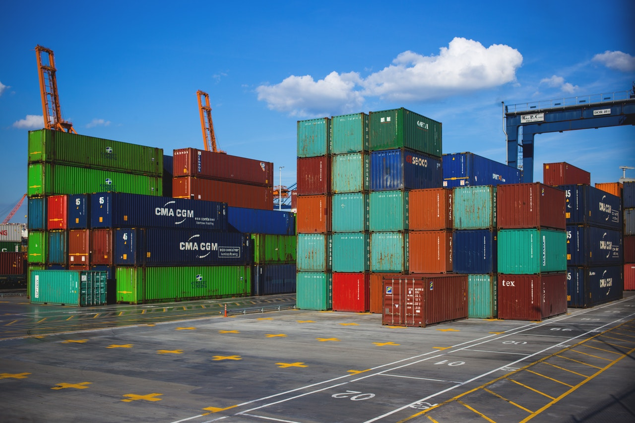 steel-container-on-container-dock-122164 (1)